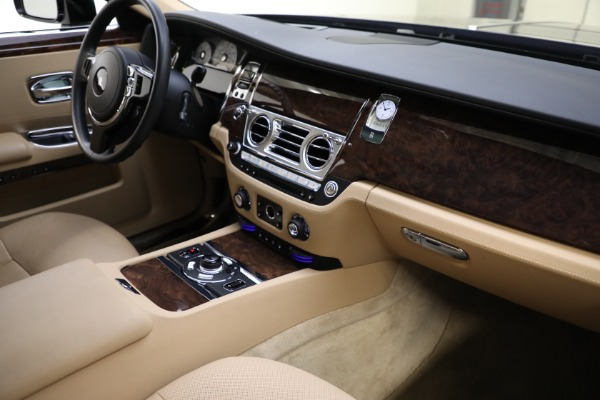 Used 2011 Rolls-Royce Ghost for sale Call for price at Alfa Romeo of Greenwich in Greenwich CT 06830 13