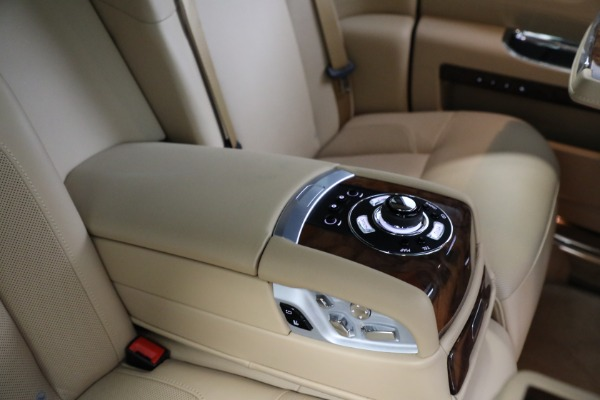 Used 2011 Rolls-Royce Ghost for sale Call for price at Alfa Romeo of Greenwich in Greenwich CT 06830 21