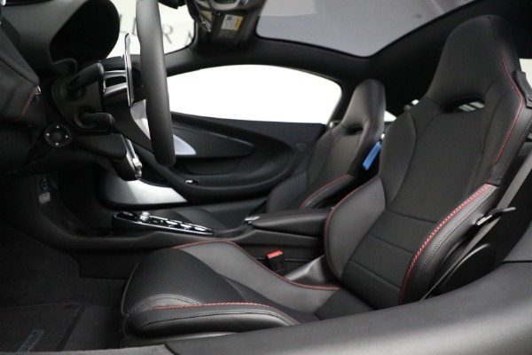 New 2021 McLaren GT for sale $217,275 at Alfa Romeo of Greenwich in Greenwich CT 06830 20