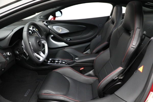 New 2021 McLaren GT for sale $217,275 at Alfa Romeo of Greenwich in Greenwich CT 06830 21