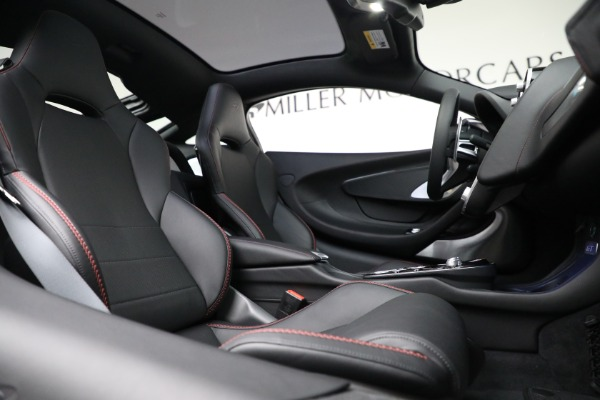 New 2021 McLaren GT for sale $217,275 at Alfa Romeo of Greenwich in Greenwich CT 06830 23