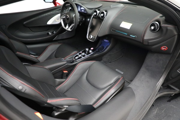 New 2021 McLaren GT for sale $217,275 at Alfa Romeo of Greenwich in Greenwich CT 06830 25