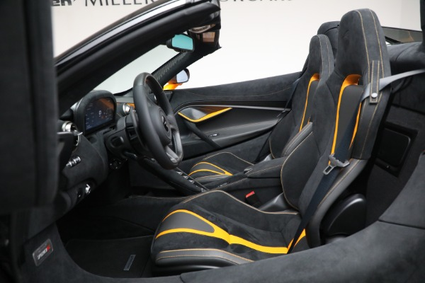 New 2021 McLaren 720S Spider for sale $378,110 at Alfa Romeo of Greenwich in Greenwich CT 06830 25