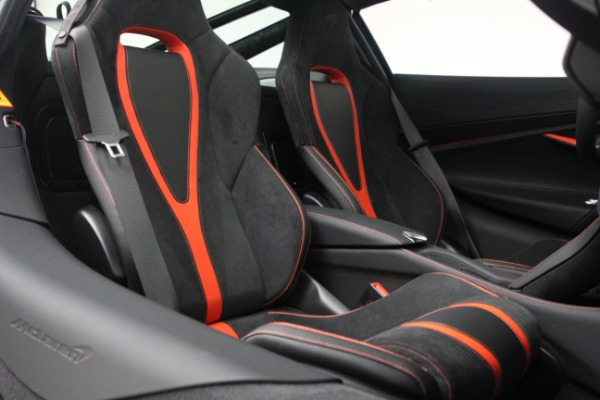 New 2021 McLaren 720S Performance for sale $352,600 at Alfa Romeo of Greenwich in Greenwich CT 06830 22