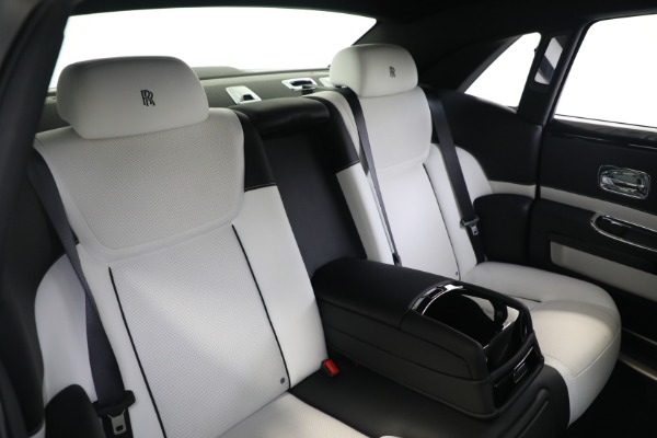 Used 2017 Rolls-Royce Ghost for sale $219,900 at Alfa Romeo of Greenwich in Greenwich CT 06830 16
