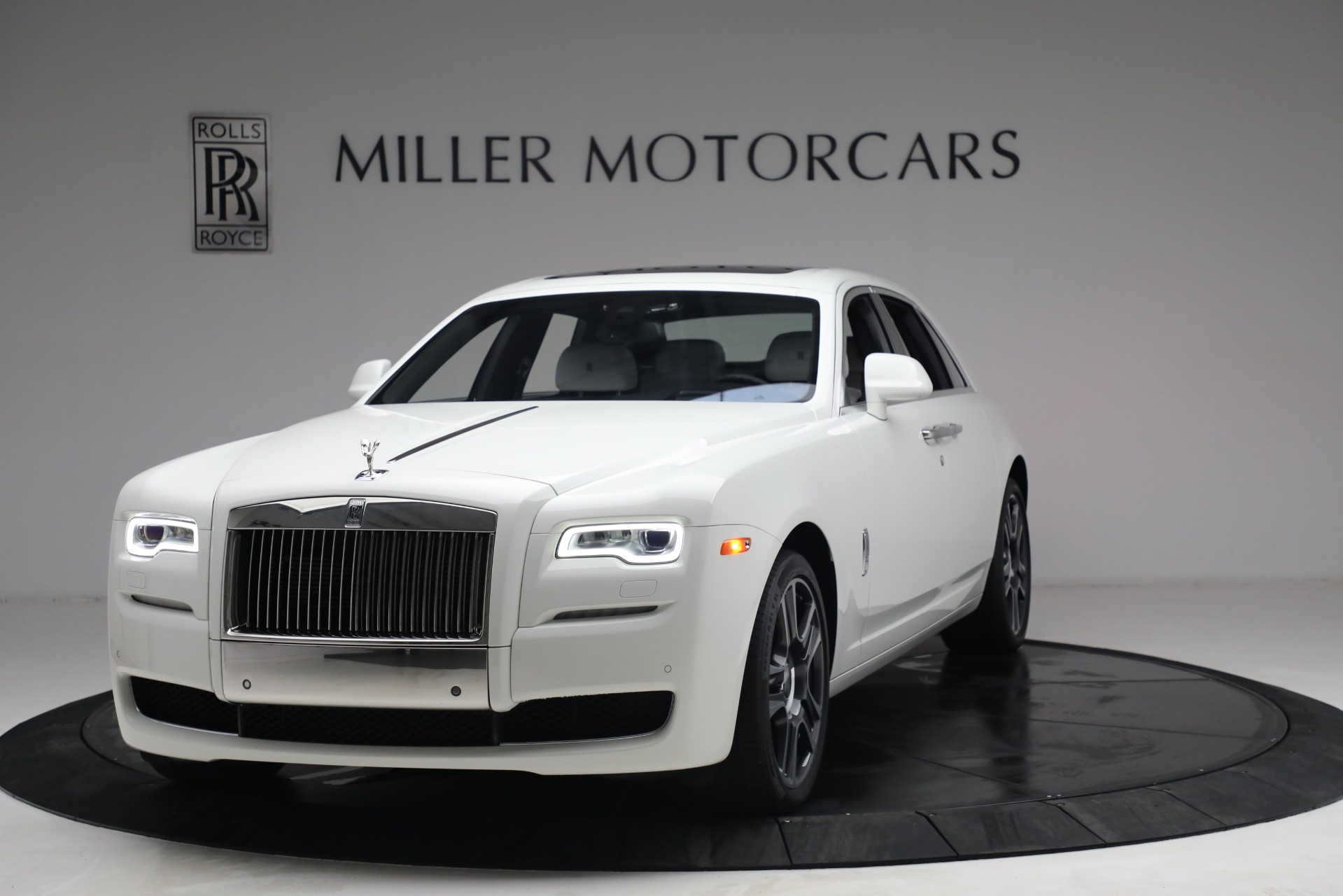 Used 2017 Rolls-Royce Ghost for sale $219,900 at Alfa Romeo of Greenwich in Greenwich CT 06830 1