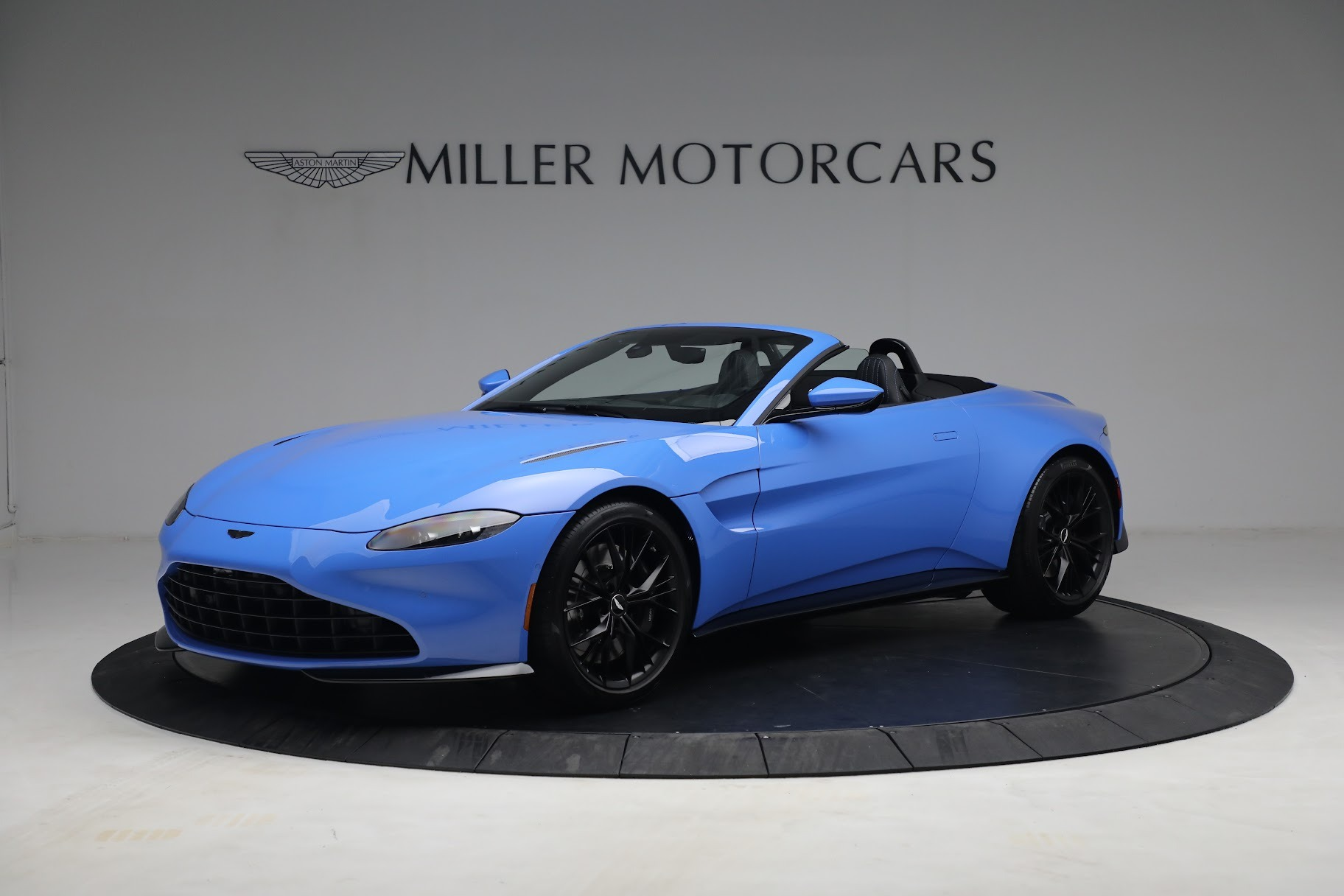 New 2021 Aston Martin Vantage Roadster for sale $186,386 at Alfa Romeo of Greenwich in Greenwich CT 06830 1