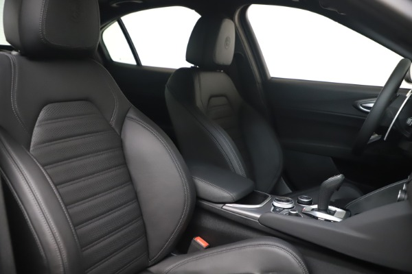New 2022 Alfa Romeo Giulia Veloce for sale $52,045 at Alfa Romeo of Greenwich in Greenwich CT 06830 19
