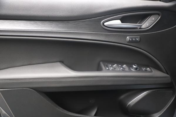New 2022 Alfa Romeo Stelvio Sprint for sale $52,305 at Alfa Romeo of Greenwich in Greenwich CT 06830 16