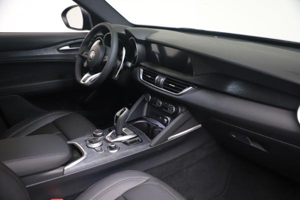 New 2022 Alfa Romeo Stelvio Sprint for sale $52,305 at Alfa Romeo of Greenwich in Greenwich CT 06830 18