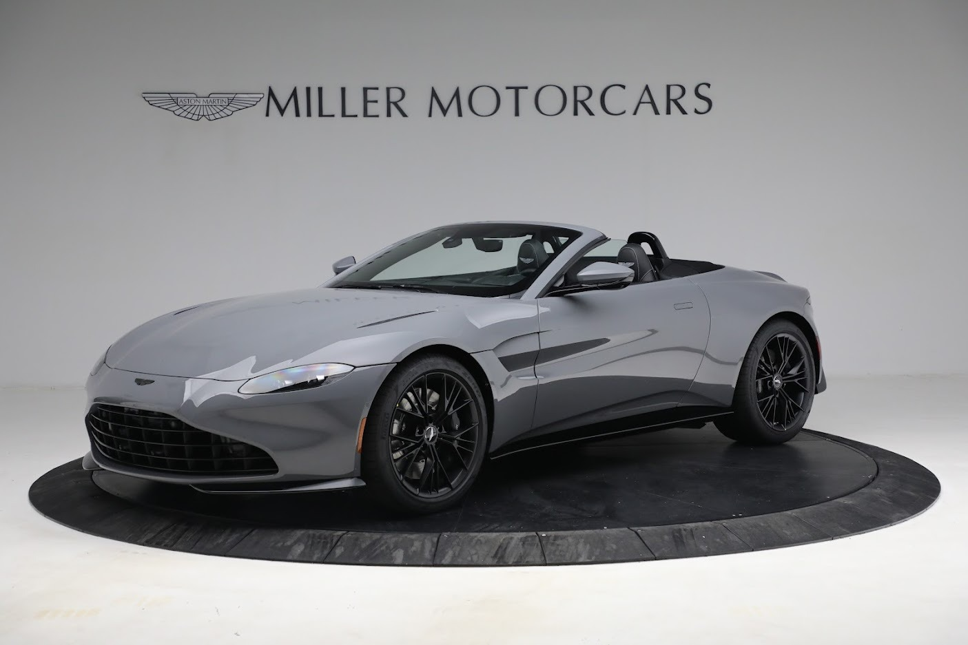 New 2021 Aston Martin Vantage Roadster for sale $180,286 at Alfa Romeo of Greenwich in Greenwich CT 06830 1