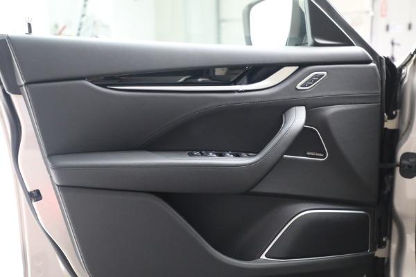 Used 2018 Maserati Levante for sale $57,900 at Alfa Romeo of Greenwich in Greenwich CT 06830 15