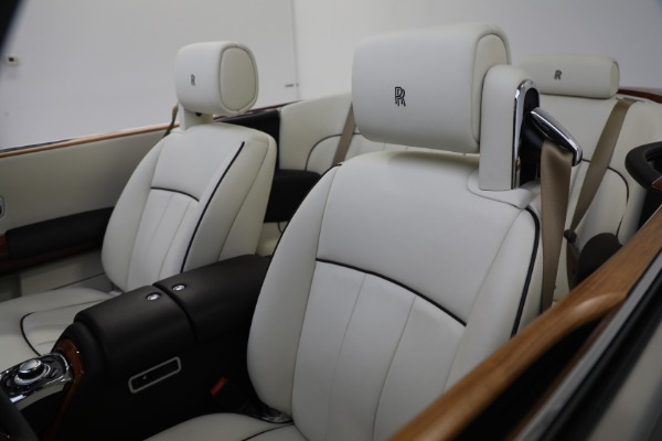 Used 2015 Rolls-Royce Phantom Drophead Coupe for sale Call for price at Alfa Romeo of Greenwich in Greenwich CT 06830 25