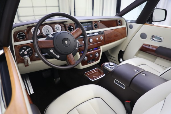 Used 2015 Rolls-Royce Phantom Drophead Coupe for sale Call for price at Alfa Romeo of Greenwich in Greenwich CT 06830 27