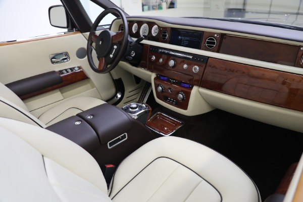 Used 2015 Rolls-Royce Phantom Drophead Coupe for sale Call for price at Alfa Romeo of Greenwich in Greenwich CT 06830 28
