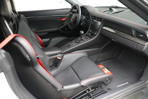 Used 2019 Porsche 911 Speedster for sale $395,900 at Alfa Romeo of Greenwich in Greenwich CT 06830 25