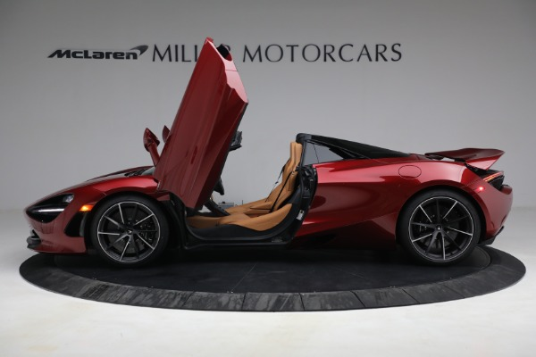 New 2022 McLaren 720S Spider for sale $382,090 at Alfa Romeo of Greenwich in Greenwich CT 06830 15