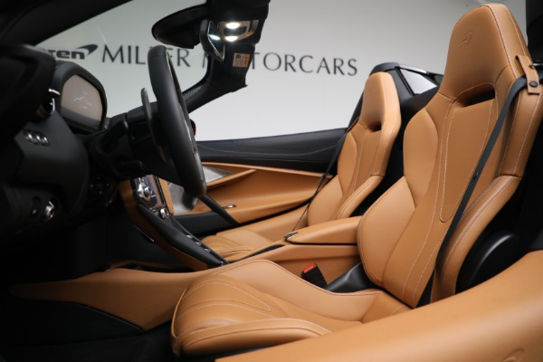New 2022 McLaren 720S Spider for sale $382,090 at Alfa Romeo of Greenwich in Greenwich CT 06830 21