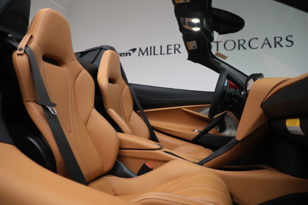 New 2022 McLaren 720S Spider for sale $382,090 at Alfa Romeo of Greenwich in Greenwich CT 06830 25