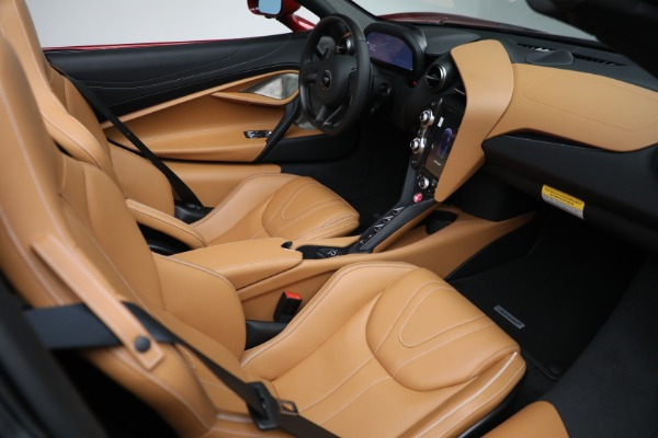 New 2022 McLaren 720S Spider for sale $382,090 at Alfa Romeo of Greenwich in Greenwich CT 06830 27