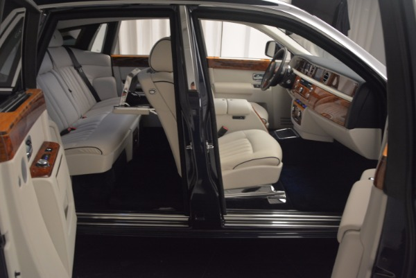 Used 2011 Rolls-Royce Phantom for sale Sold at Alfa Romeo of Greenwich in Greenwich CT 06830 18