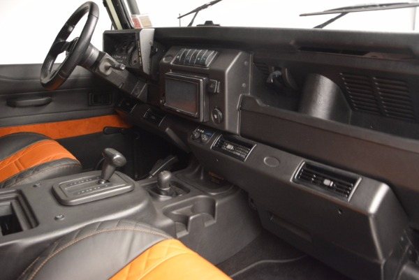 Used 1997 Land Rover Defender 90 for sale Sold at Alfa Romeo of Greenwich in Greenwich CT 06830 17
