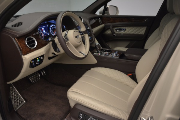 Used 2017 Bentley Bentayga for sale Sold at Alfa Romeo of Greenwich in Greenwich CT 06830 19