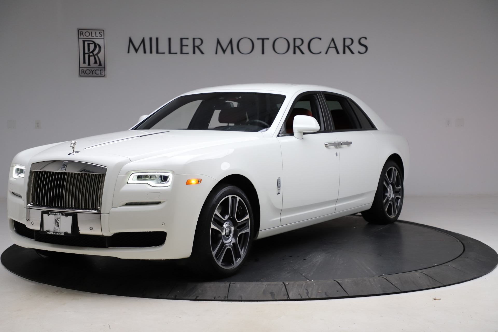 Used 2017 Rolls-Royce Ghost for sale $209,900 at Alfa Romeo of Greenwich in Greenwich CT 06830 1
