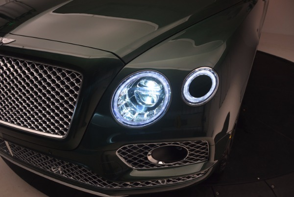 Used 2017 Bentley Bentayga W12 for sale $139,900 at Alfa Romeo of Greenwich in Greenwich CT 06830 17